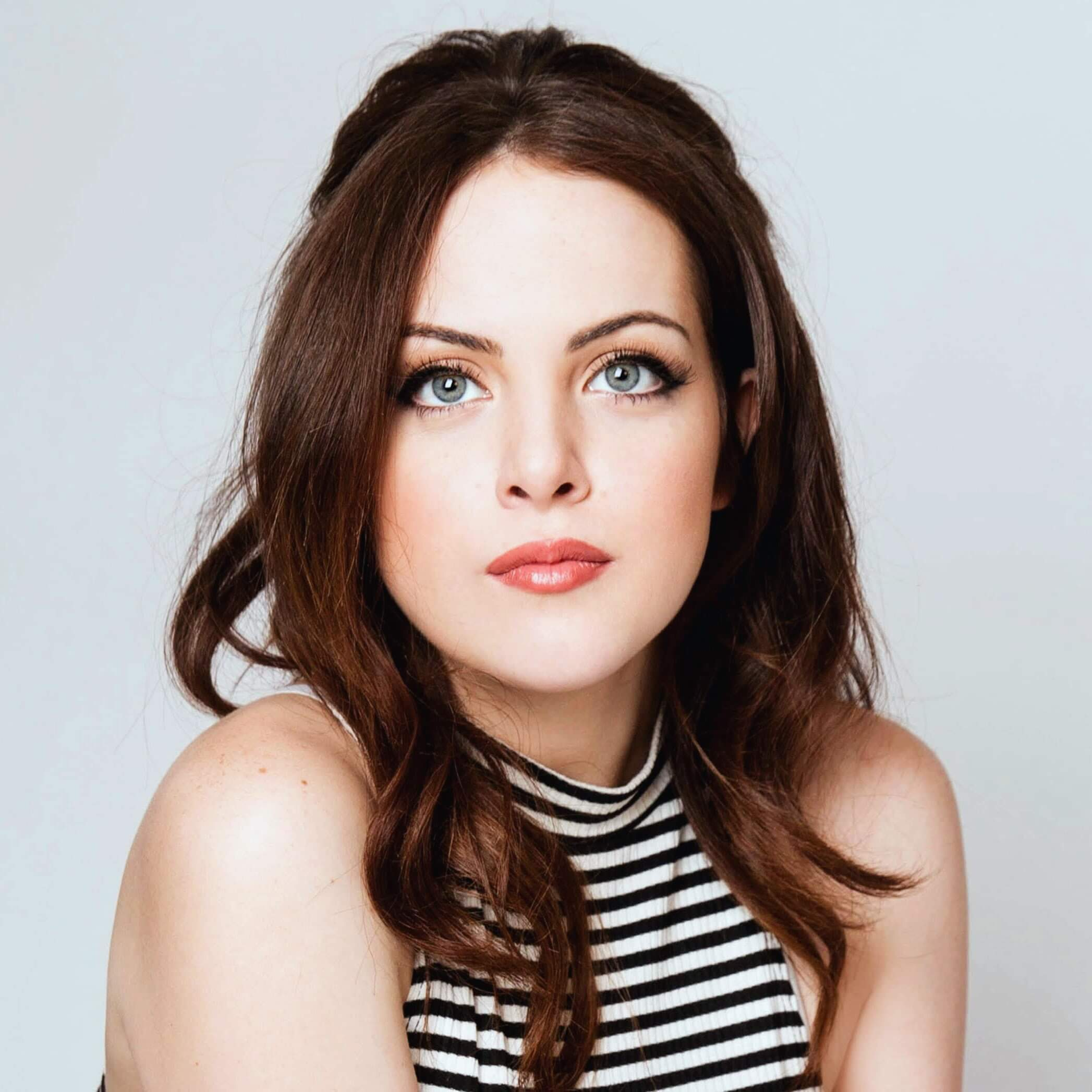 Cute Elizabeth Gillies
