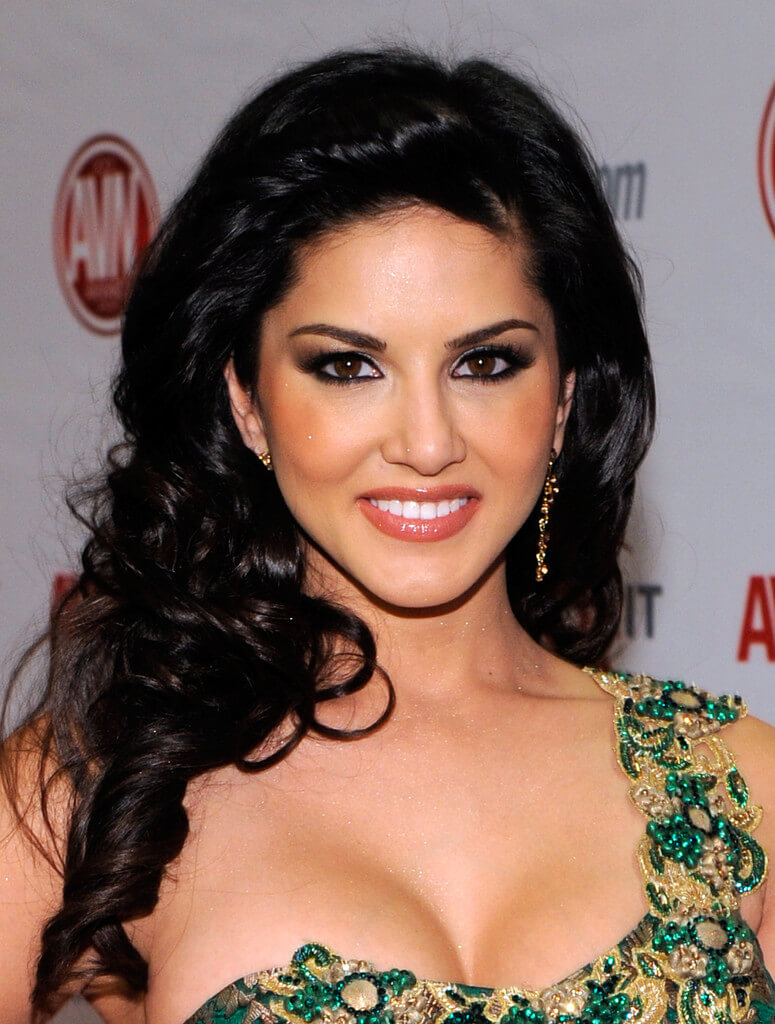 Ae Con Leeun Negro Porno actress sunny leone biography • karenjit kaur vohra • former